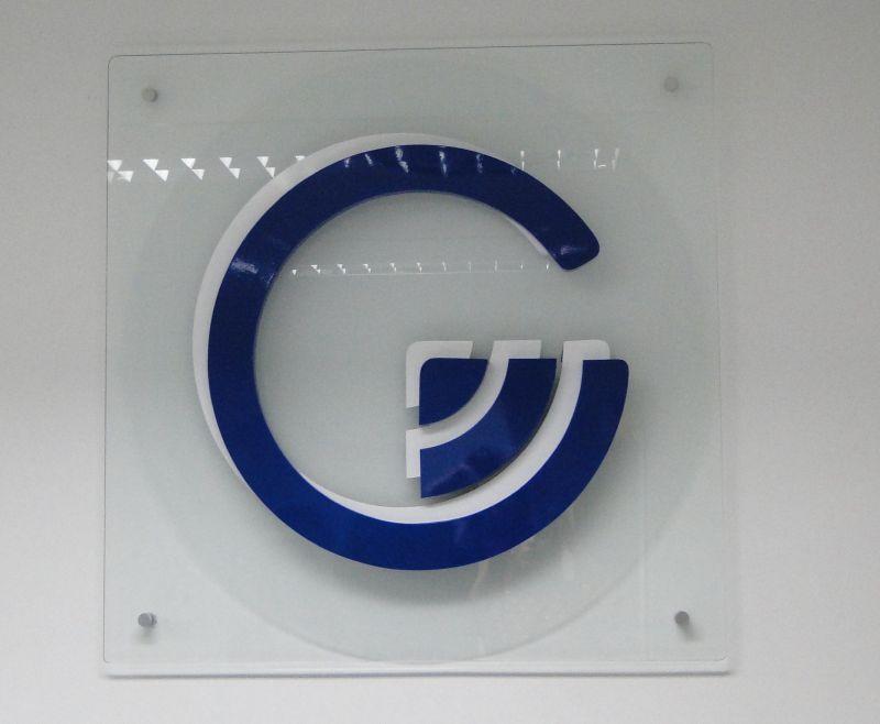 comunicação visual letra caixa metal painel vidro COLA design