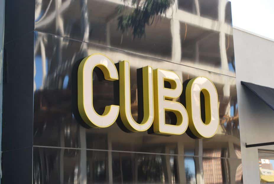 comunicação visual luminoso letra caixa fachada COLA design