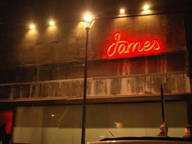 comunicação visual neon fachada COLA design
