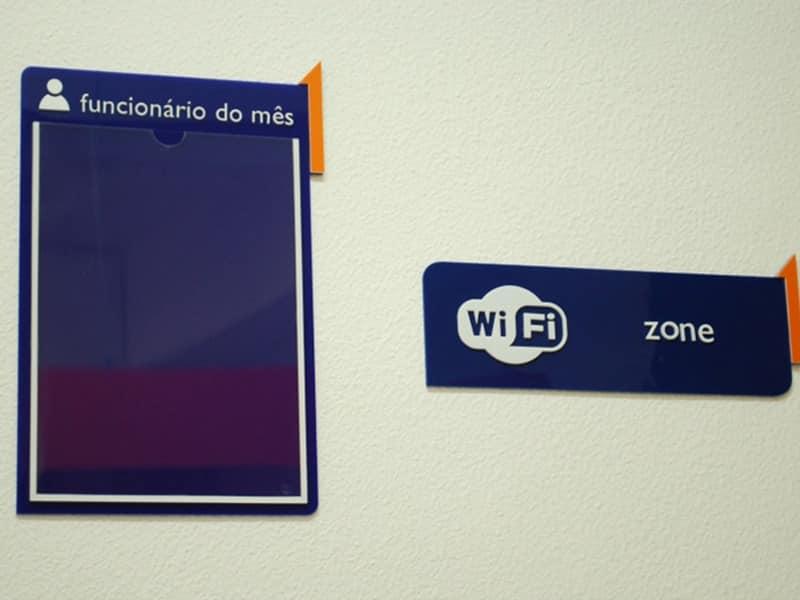 comunicação visual placa sinalização COLA design