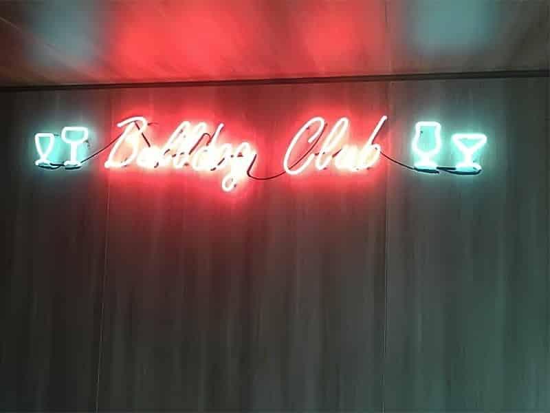 comunicação visual neon COLA design